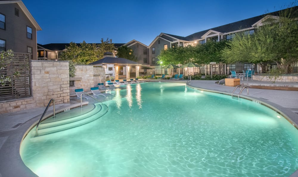 Large resort-style swimming pool at Villas Tech Ridge in Pflugerville, Texas