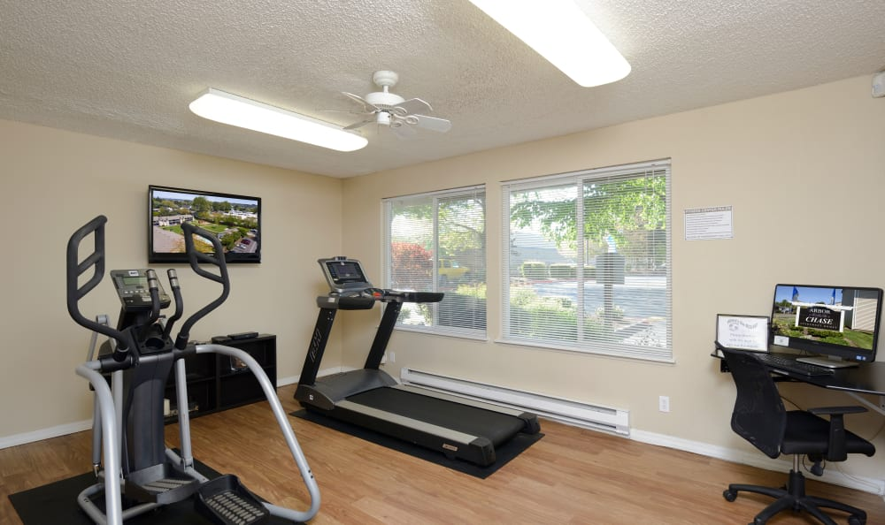 Fitness center at Arbor Chase Apartment Homes in Kent, WA
