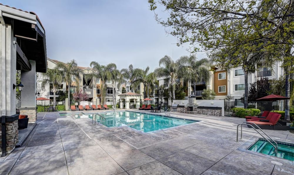 Swimming pool and spa area at Sierra Oaks Apartments in Turlock, California
