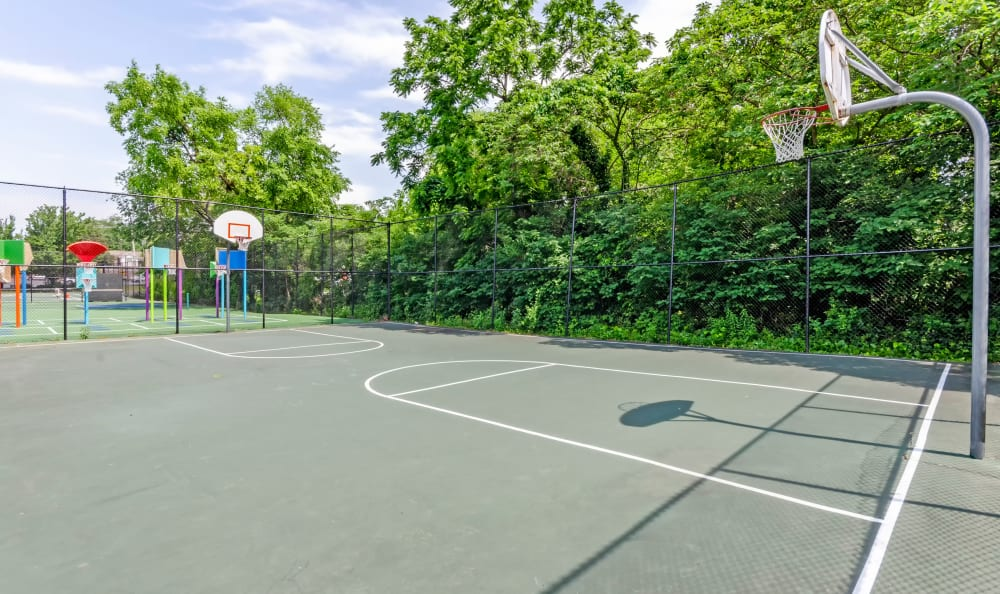 Private Basketball courts at Watergate Pointe in Annapolis, Maryland