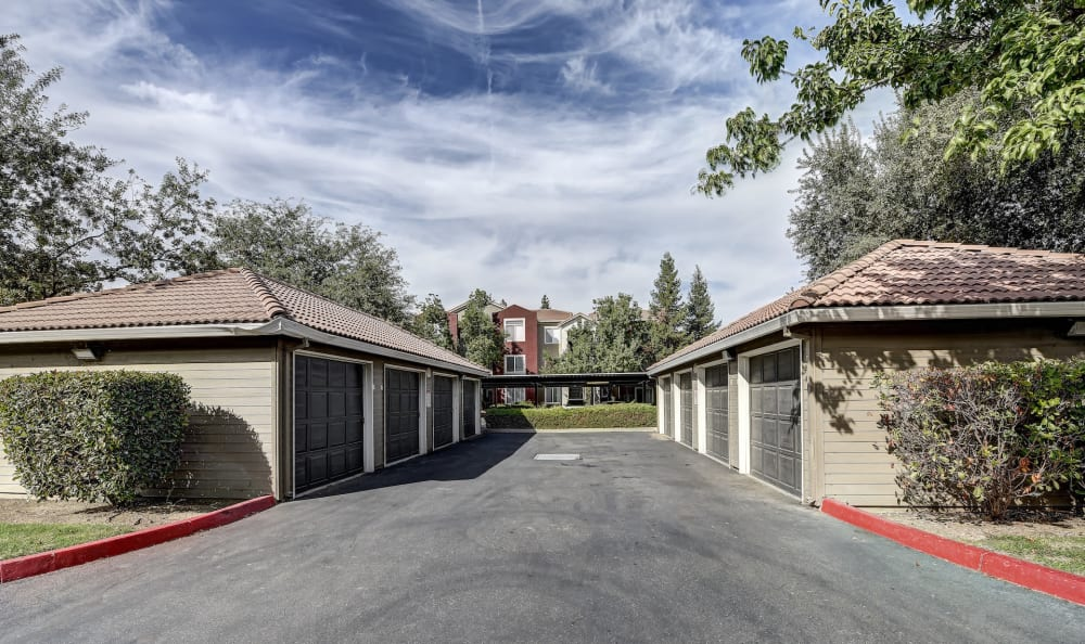 Apartments at Eaglewood Apartments offer garages in Woodland, California