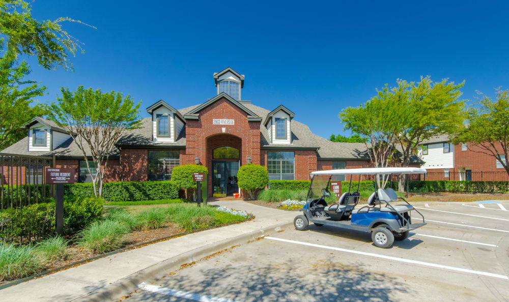 Front entrance to 2803 Riverside in Grand Prairie, Texas