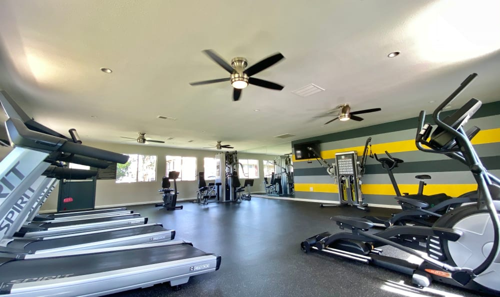 Fitness center at Country Hills Apartment Homes in Corona, CA