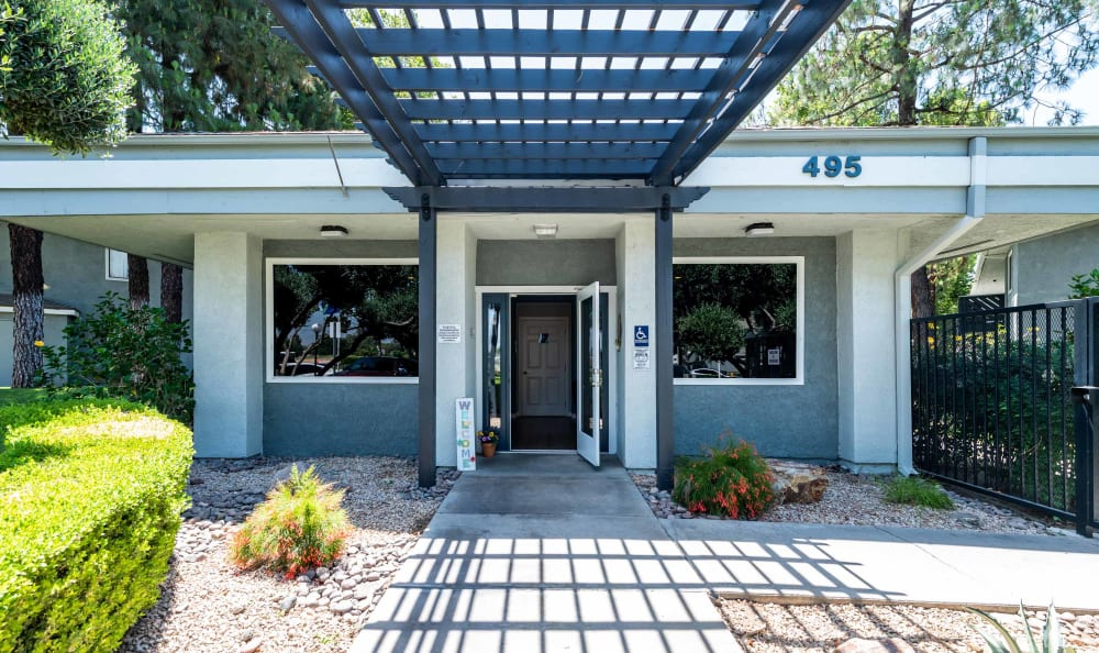 Leasing office of Creekside Village Apartment Homes