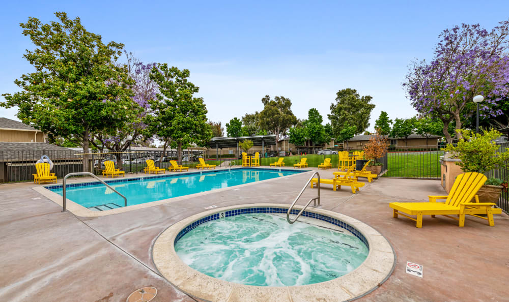 Community pool and spa at Country Hills Apartment Homes in Corona, CA