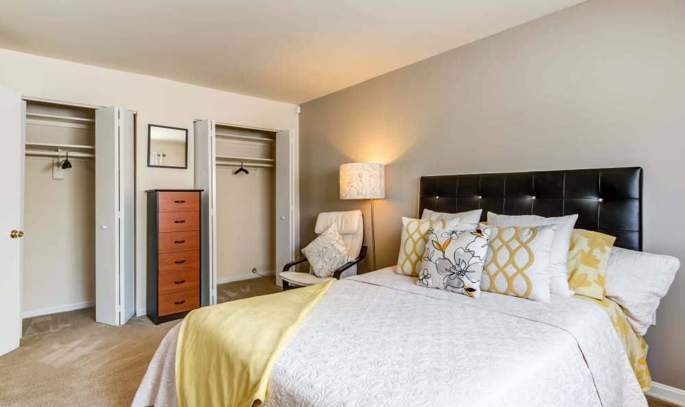 Capital Crossing in Suitland, Maryland offers a bedroom with closet