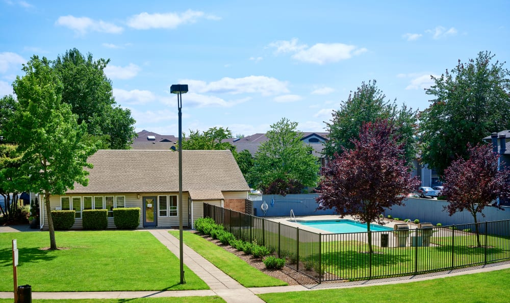 Community grounds with Pool and Clubhouse at Arbor Chase Apartment Homes in Kent, WA
