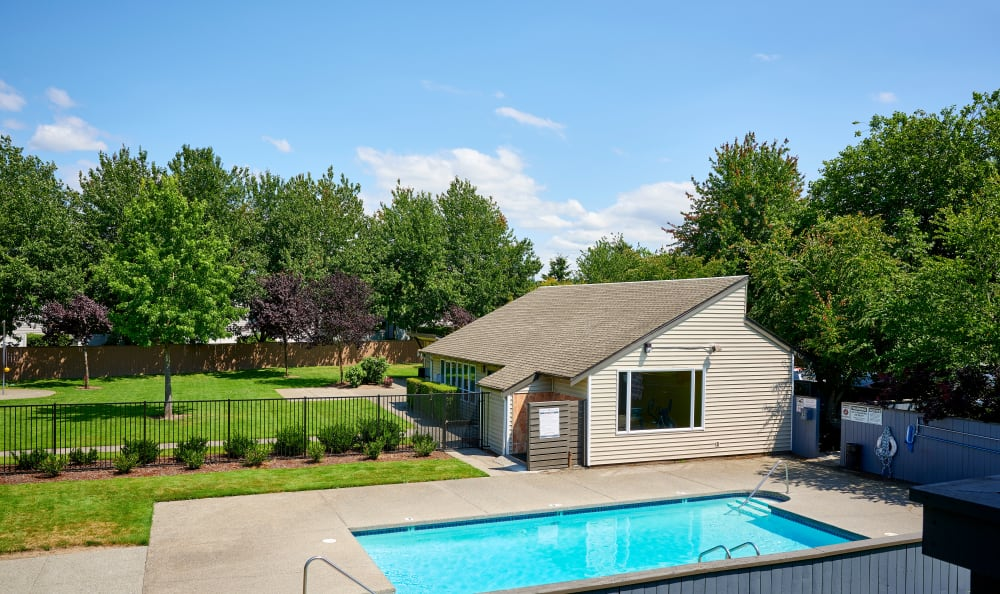 Community pool and clubhouse at Arbor Chase Apartment Homes in Kent, WA