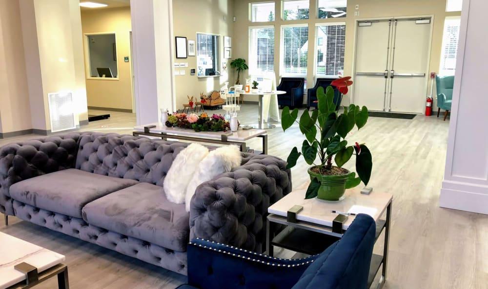 Lounge seating at HOLI Senior Living in Hillsboro, OR