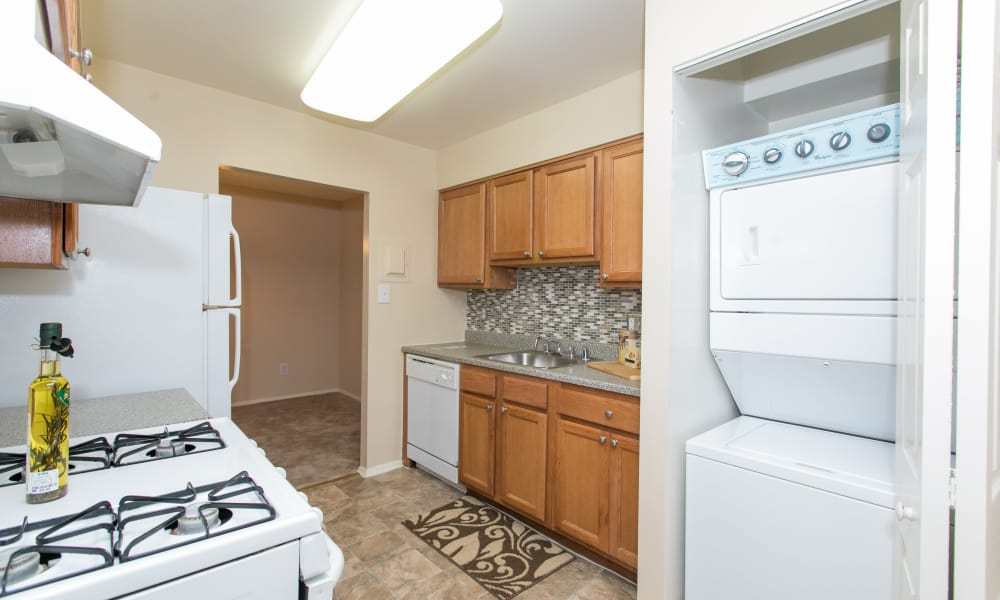 Skylark Pointe Apartment Homes offers a kitchen in Parkville, Maryland