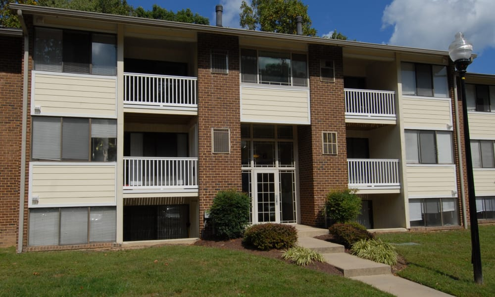 Apartments at Skylark Pointe Apartment Homes in Parkville, Maryland