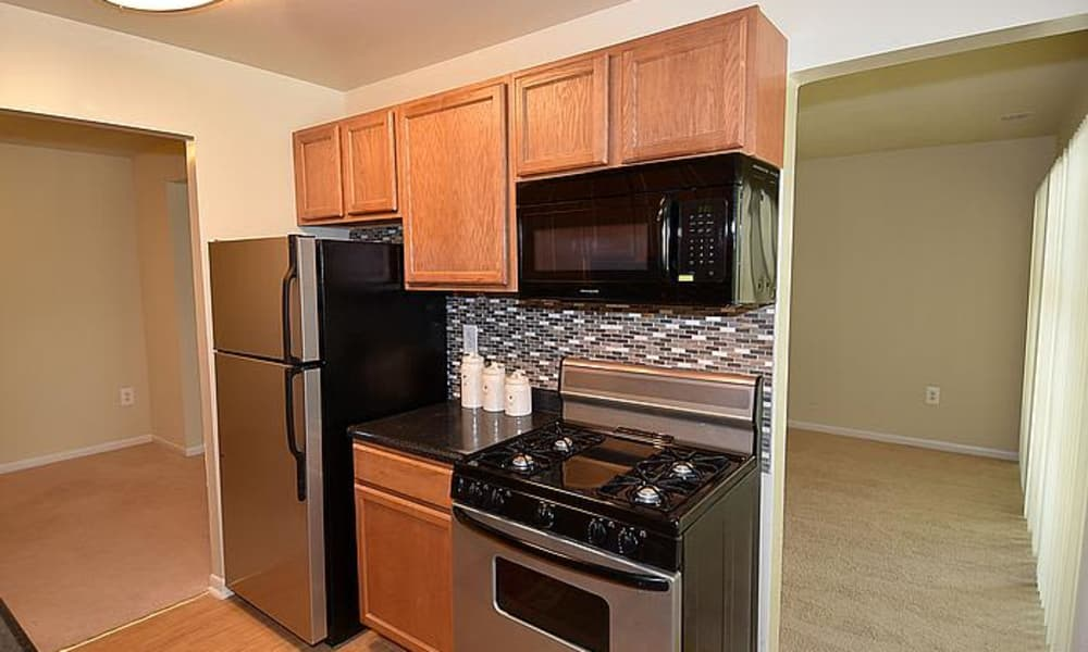 Montgomery Trace Apartment Homes offers a beautiful kitchen in Silver Spring, Maryland