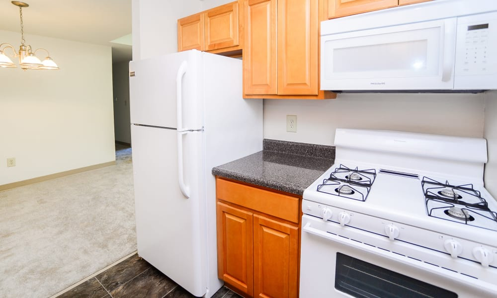 Cranbury Crossing Apartment Homes offers a kitchen in East Brunswick, NJ