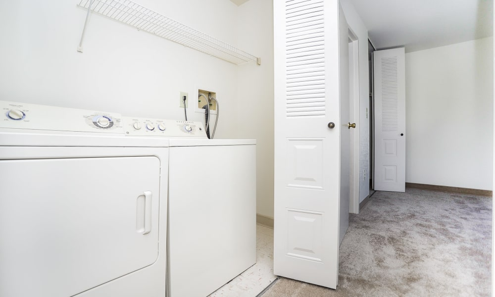 Cranbury Crossing Apartment Homes in East Brunswick, New Jersey offers apartments with a washer/dryer