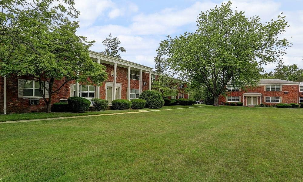 Large open lawn at Eatoncrest Apartment Homes in Eatontown, New Jersey