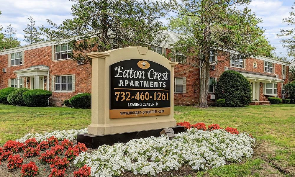 Welcome sign at Eatoncrest Apartment Homes in Eatontown, New Jersey