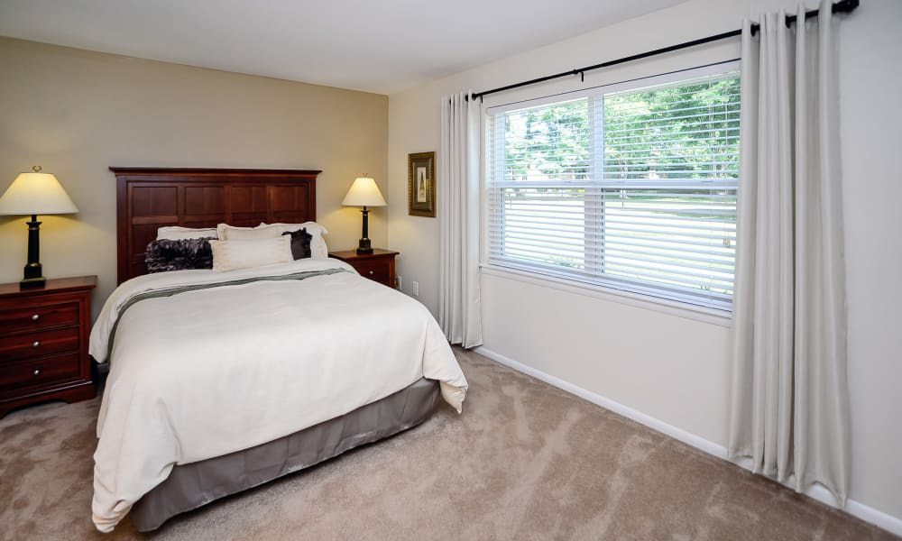 Sherwood Village Apartment & Townhomes offers a spacious bedroom in Eastampton, New Jersey