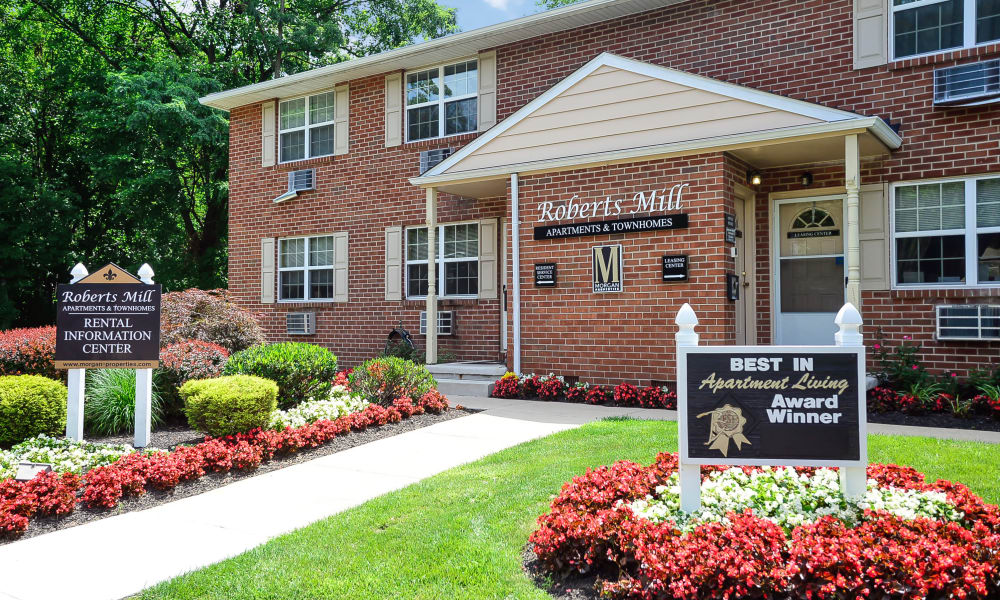 Entryway at Roberts Mill Apartments & Townhomes in Maple Shade, New Jersey