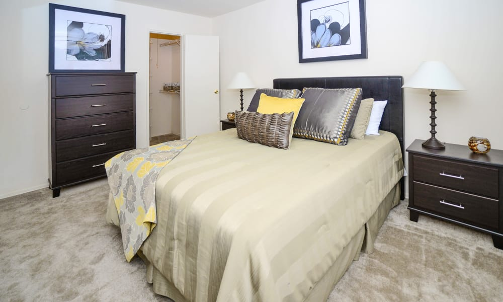 Comfortable bedroom at Nieuw Amsterdam Apartment Homes in Marlton, NJ