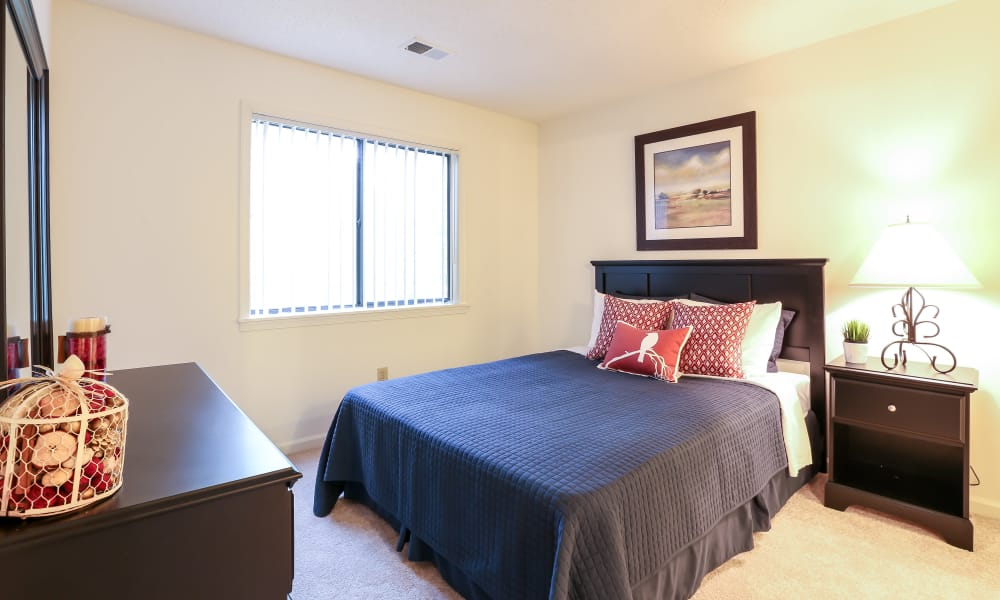 Enjoy apartments with a modern bedroom at Riverwind Apartment Homes