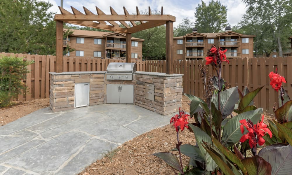 Enjoy apartments with a spacious bbq area at Riverwind Apartment Homes