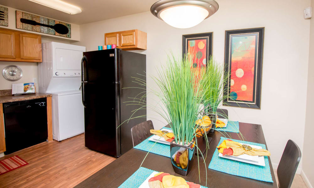 Monarch Crossing Apartment Homes offers a kitchen in Newport News, VA