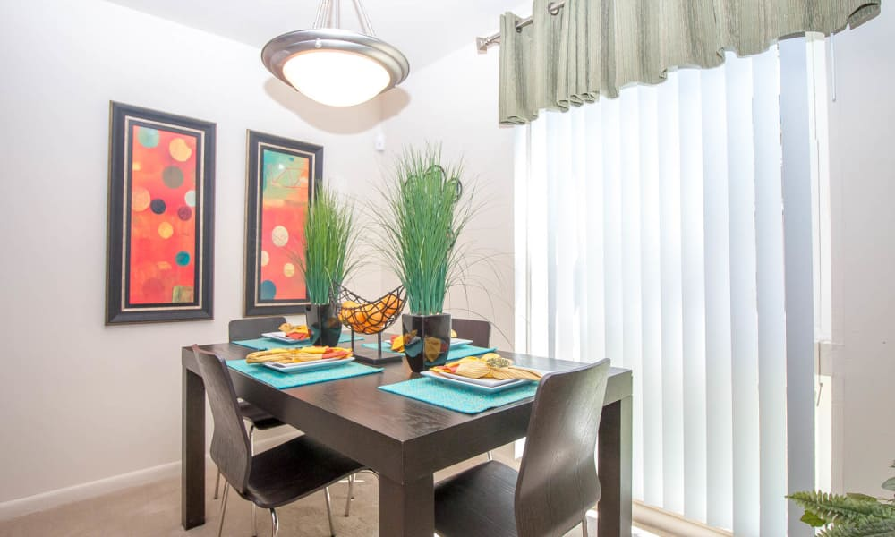 Monarch Crossing Apartment Homes offers a dining room in Newport News, Virginia