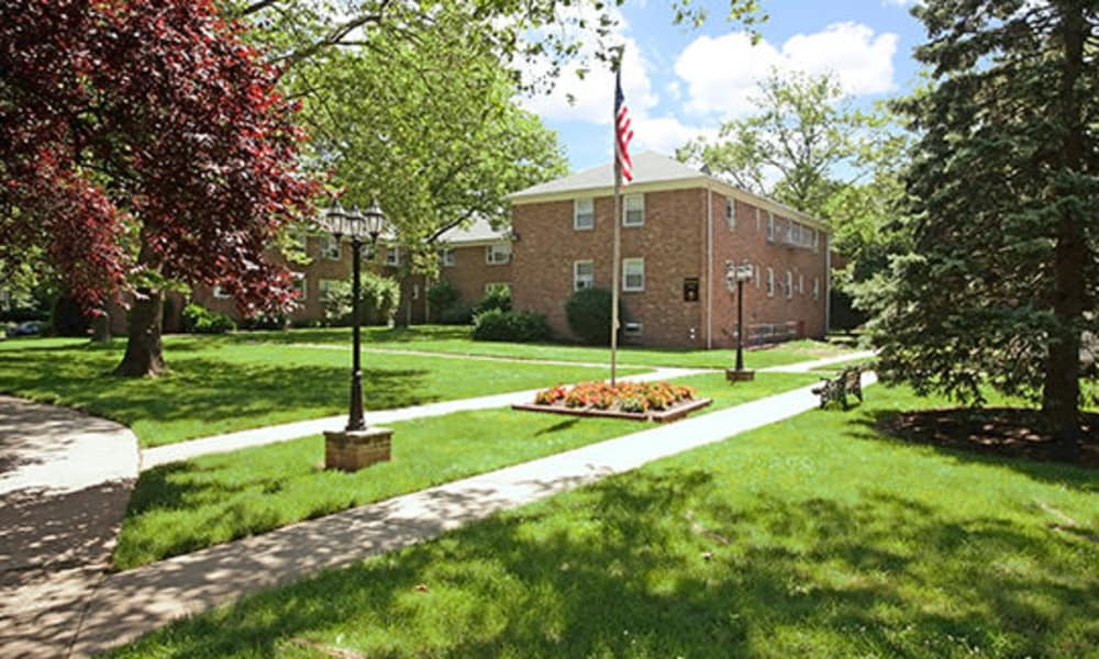 Duncan Hill Apartments & Townhomes offers unique walking paths in Westfield, New Jersey