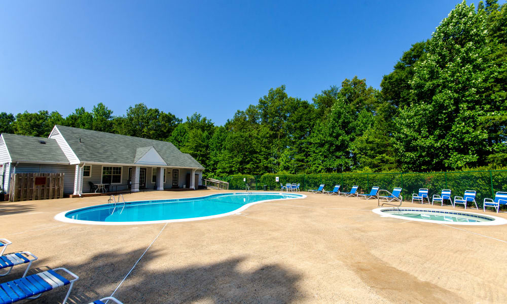 Swimming pool and spa at The Pointe at Stafford Apartment Homes in Stafford, VA