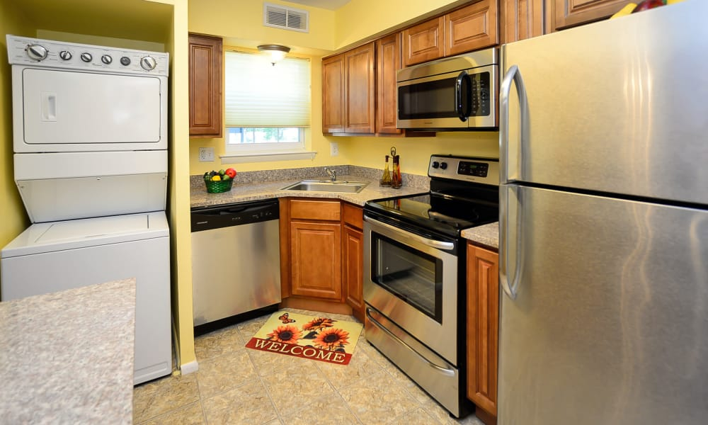 Moorestowne Woods Apartment Homes features a fully equipped kitchen in Moorestown, NJ
