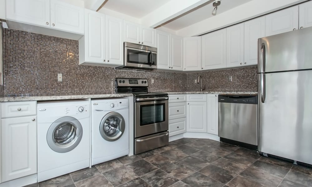 The kitchen at Mariners Cove Apartment Homes in Toms River, NJ has it all