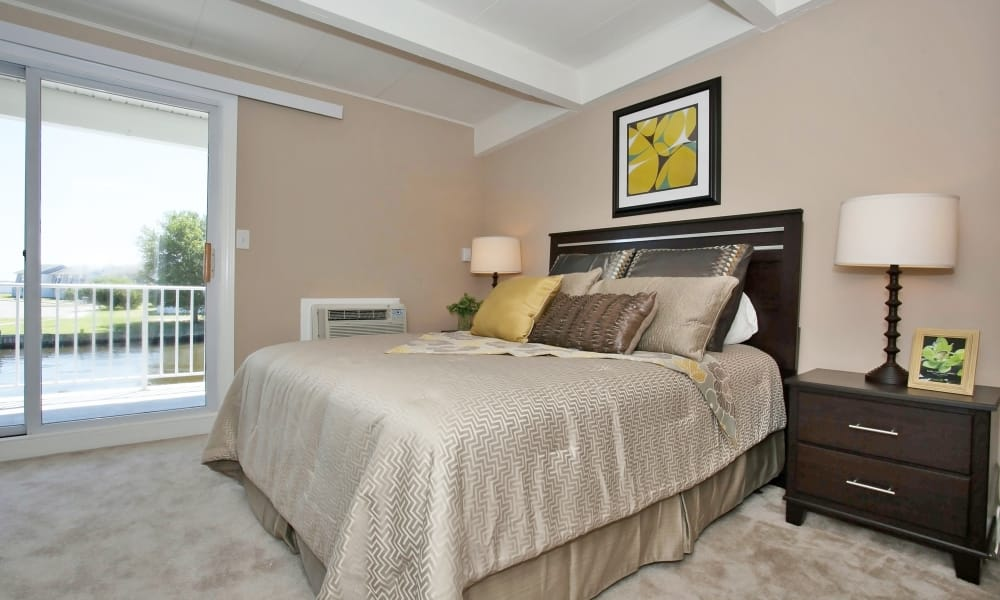 Another well decorated bedroom at Mariners Cove Apartment Homes in Toms River, NJ