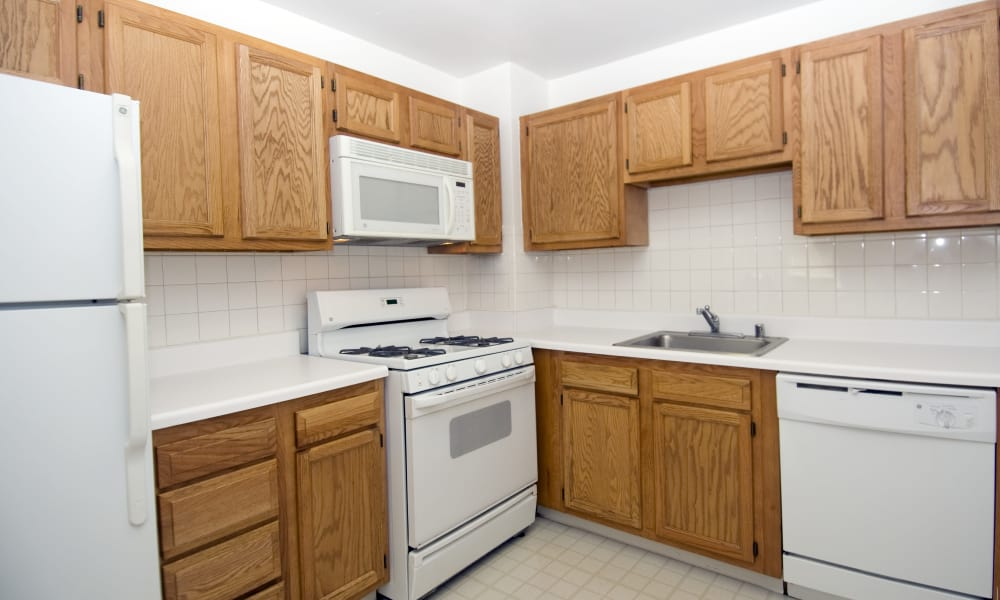 Kitchen at Willow Run at Mark Center Apartment Homes in Alexandria, VA