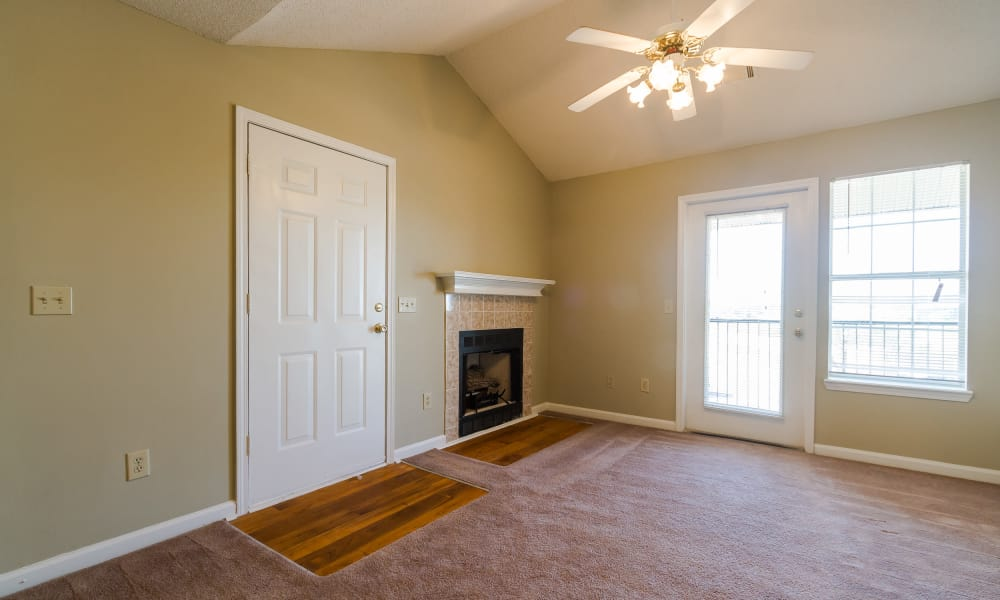 Open floor plan space at Castlegate Commons Apartments in Bonaire, GA