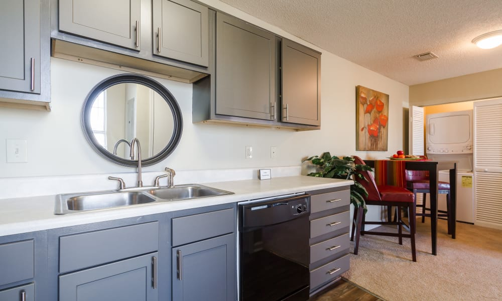 Kitchen and dining room view at Castlegate Commons Apartments in Bonaire, GA