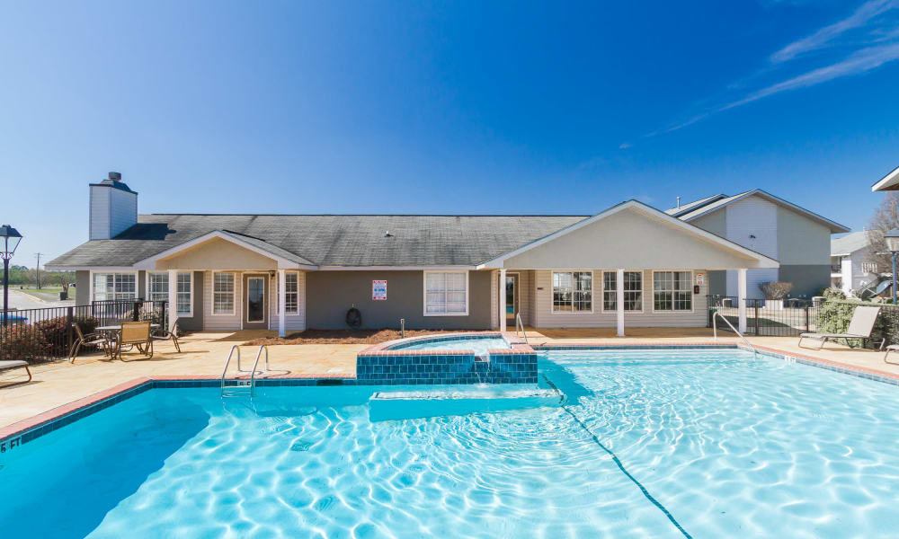 Refreshing swimming pool at Castlegate Commons Apartments in Bonaire, GA