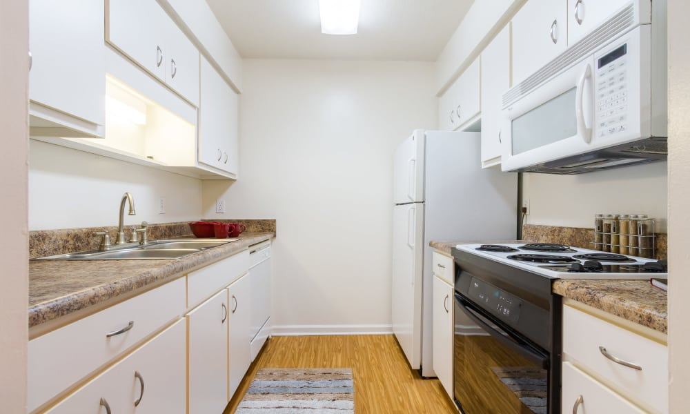 Bright kitchen at Castlegate Windsor Park Apartments in Columbus