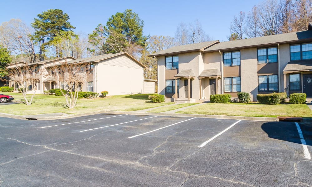 Parking and townhomes at Dwell on Riverside in Macon, GA