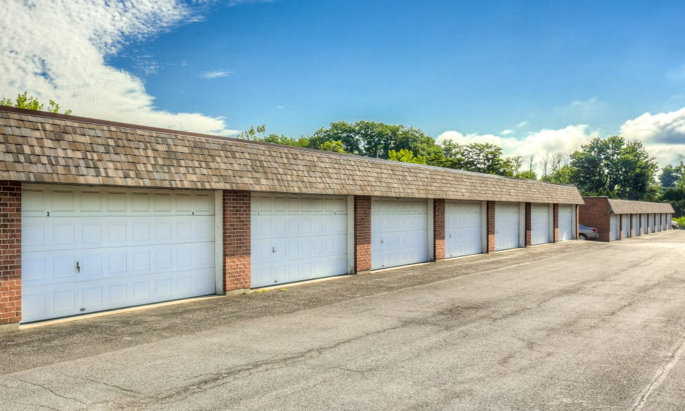 Kimbrook Manor offers spacious garages