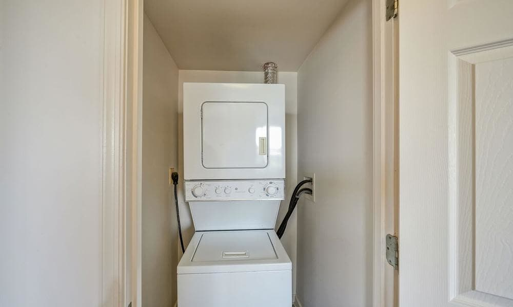 The Overlook at Oxon Run in Washington, District of Columbia offers apartments with a washer/dryer