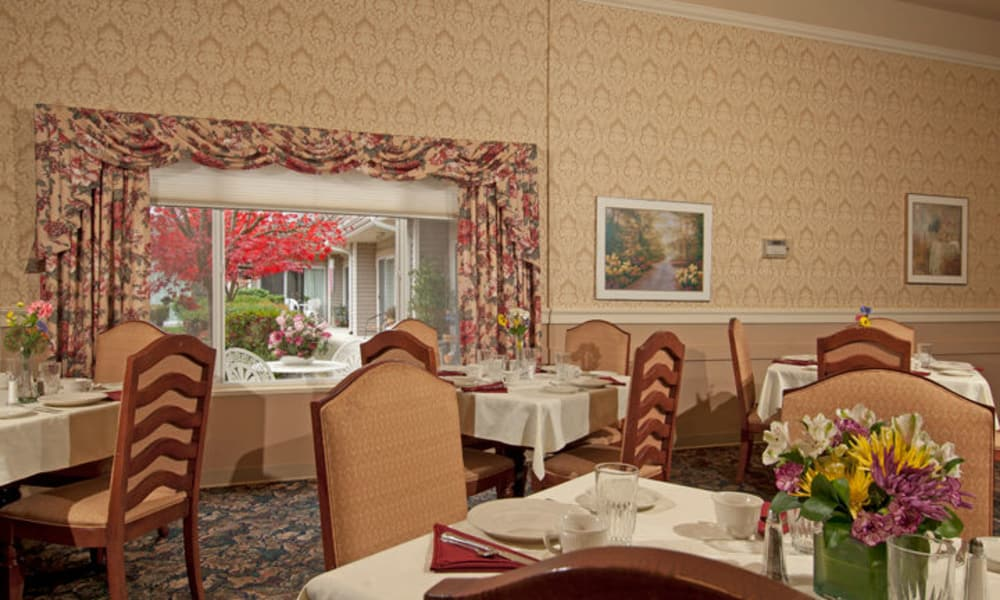 Dining area at GenCare Lynnwood at Scriber Gardens
