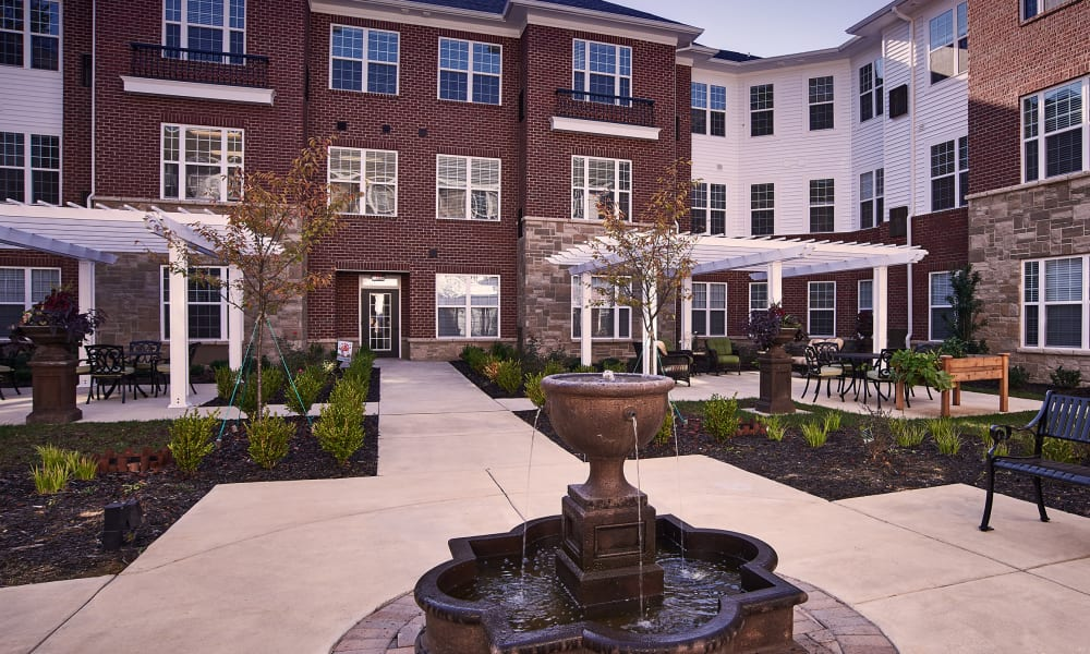courtyard at Waltonwood Cotswold in Charlotte, NC