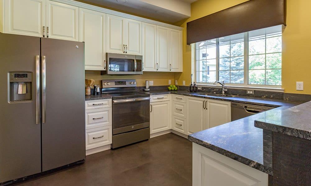 Fully equipped Kitchen room at Auburn Gate in Auburn Hills, MI