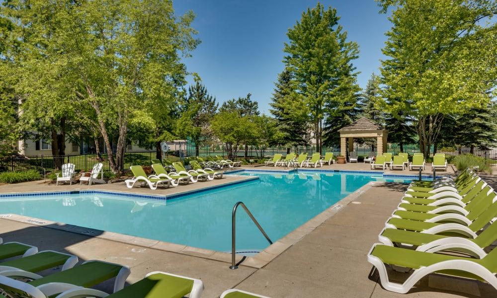 Auburn Gate offers a swimming pool in Auburn Hills, MI