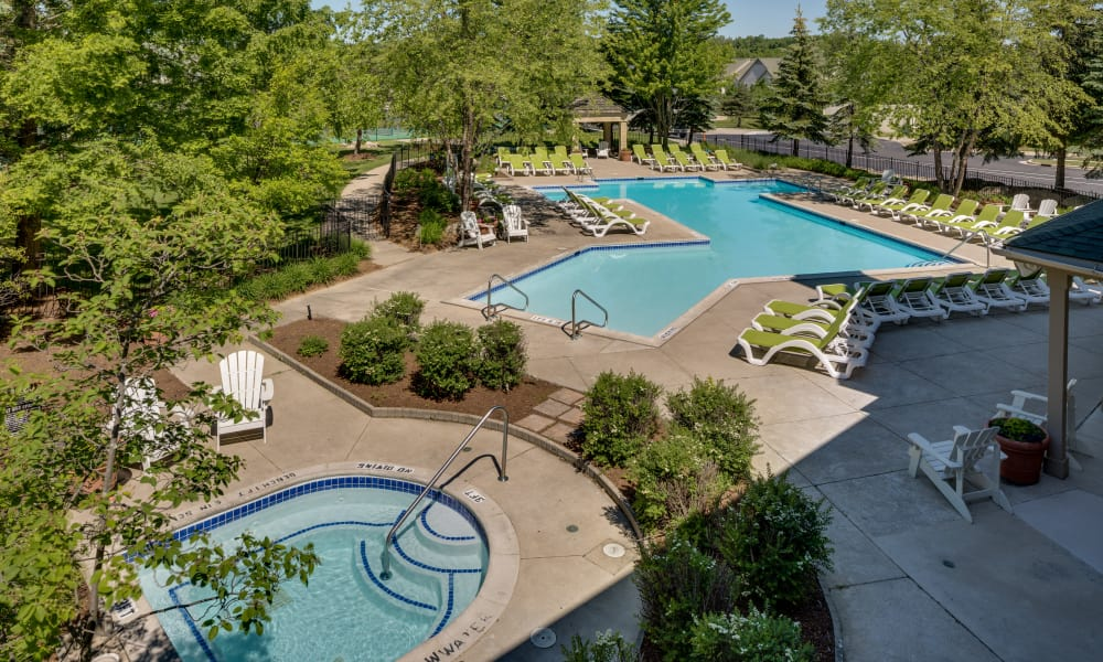 Auburn Gate offers a beautiful swimming pool in Auburn Hills, MI
