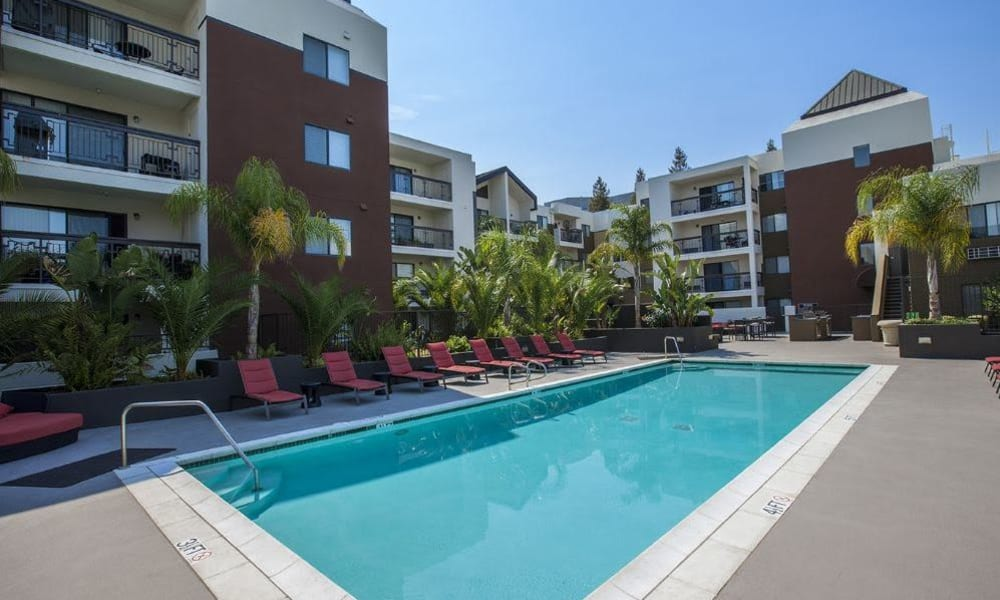 Poolside seating at 15Fifty5 Apartments in Walnut Creek