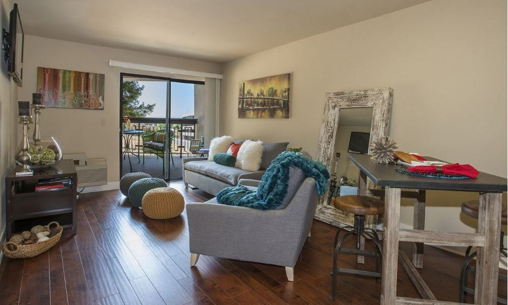 Hardwood floors at 15Fifty5 Apartments in Walnut Creek