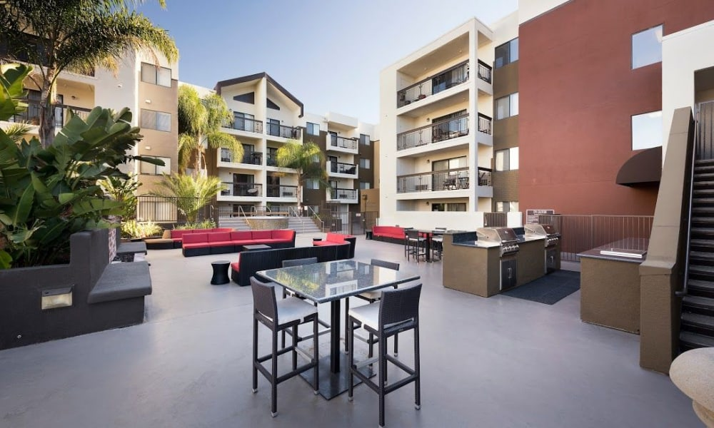Courtyard seating at 15Fifty5 Apartments in Walnut Creek