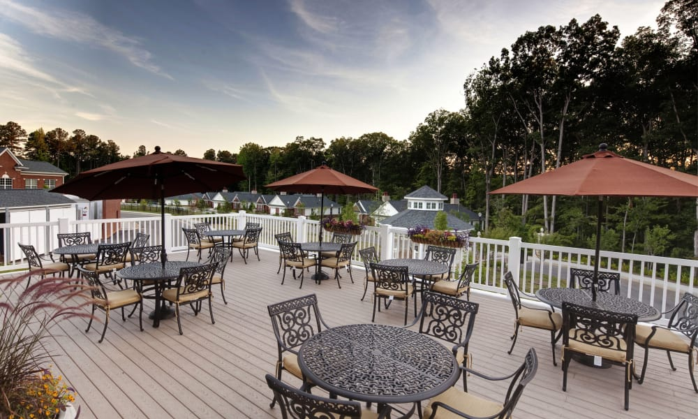 Patio dining at Waltonwood Cary Parkway