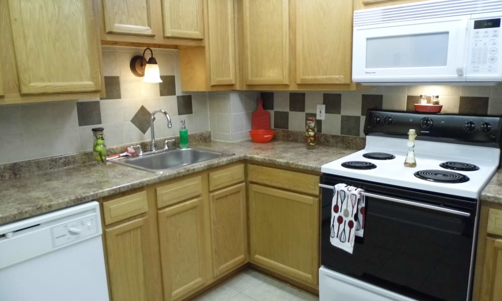 Eagles Pointe Townhomes offers a fully equipped kitchen in Liverpool, NY